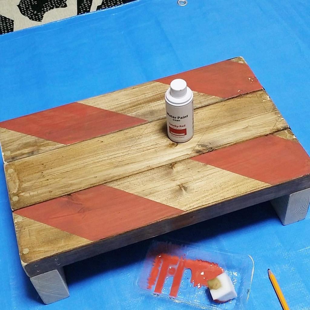 100均セリアの水性塗料でヘリンボーン柄に塗装する方法