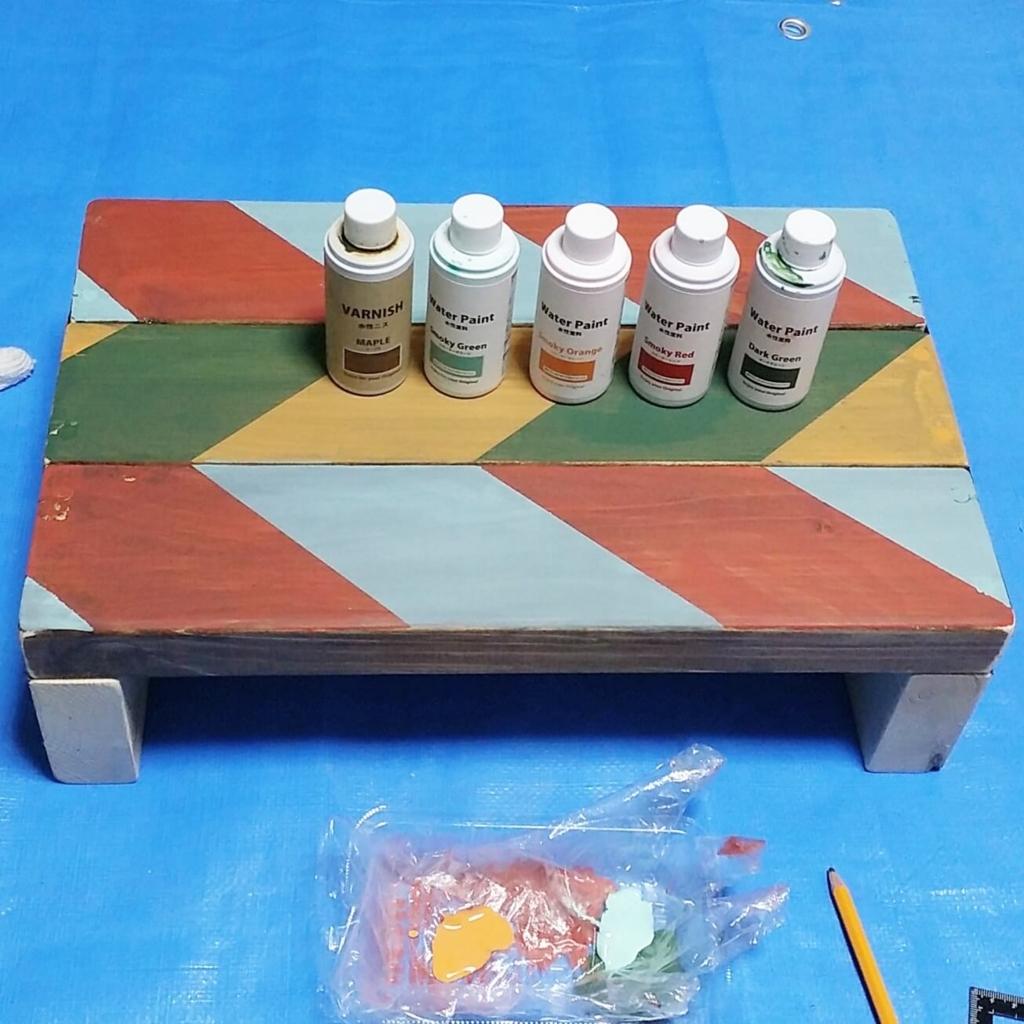 セリアの水性塗料の色味表とヘリンボーン柄のペイント方法