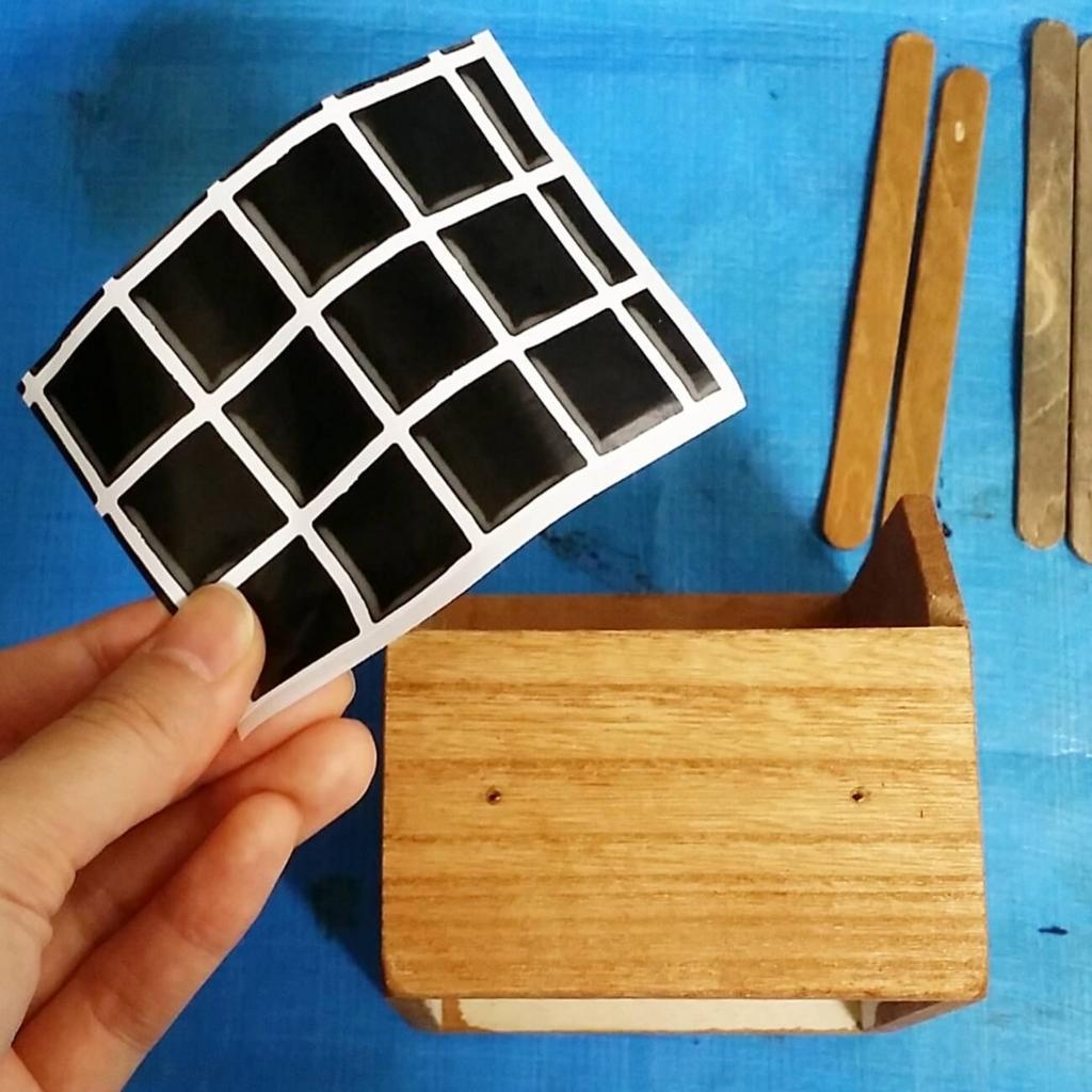 セリアのリメイクシートを木箱に貼る