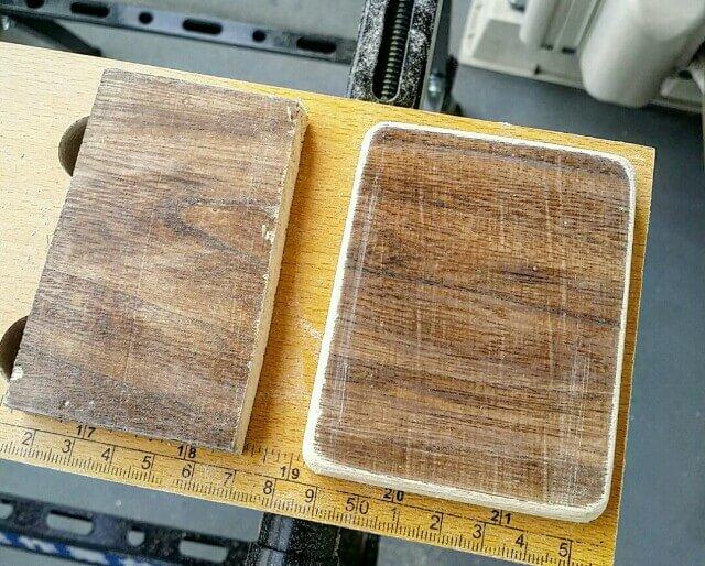 紙やすりで角を丸く整えた木材
