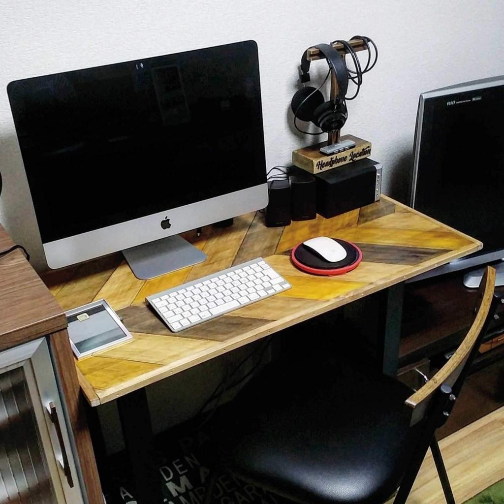 ヘリンボーン柄のDIYパソコンデスク