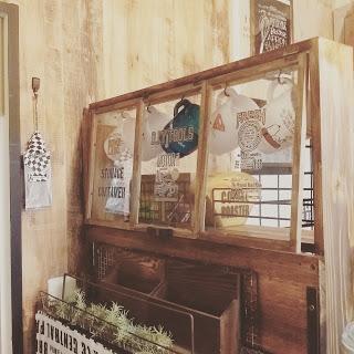 キッチンをカフェ風小窓で100均リメイク