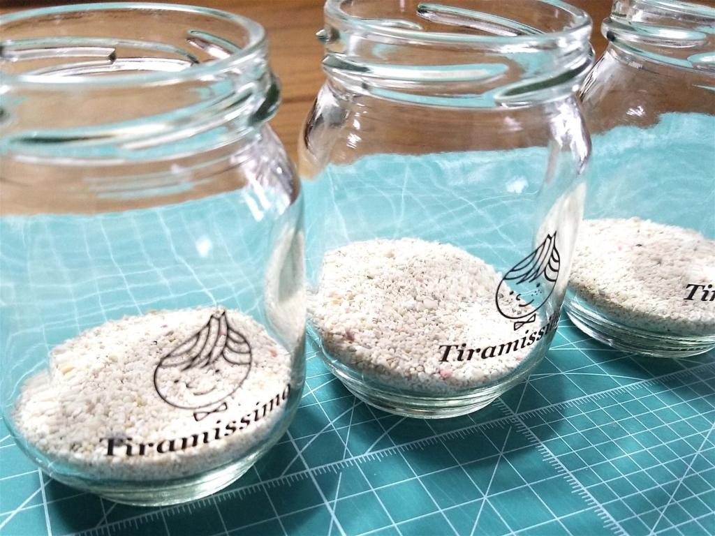 100均のガーデニング用砂利を瓶に入れてテラリウムをDIYする