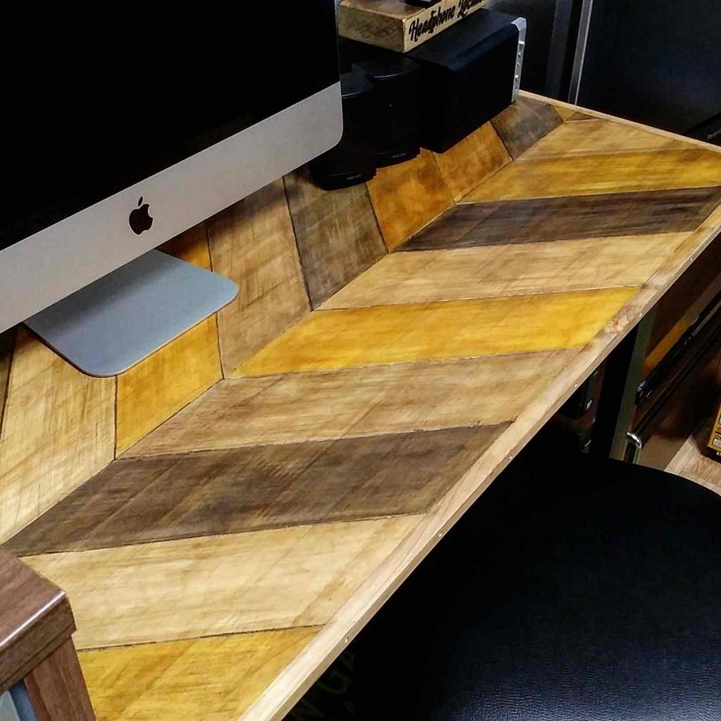DIYしたヘリンボーン柄テーブル