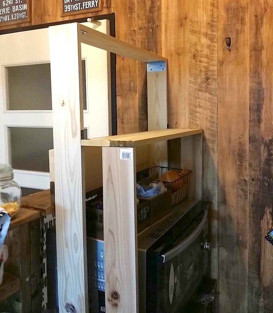 レンジの周りに組んだ収納棚