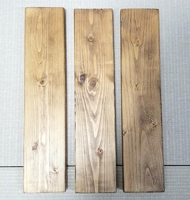 30cmにカットして塗装した木材
