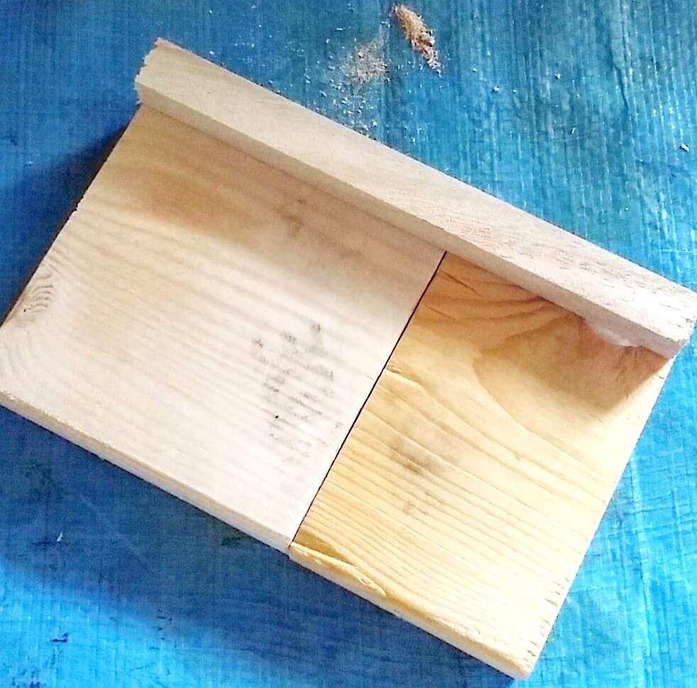塗装する前の木製ちりとり