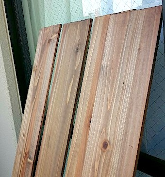 ビンテージワックスで塗装した木材