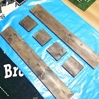 カットされた収納棚の木材パーツ