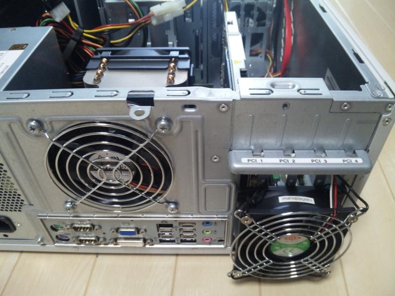 NVIDIA® Quadro® 4000 の熱対策のためファン設置
