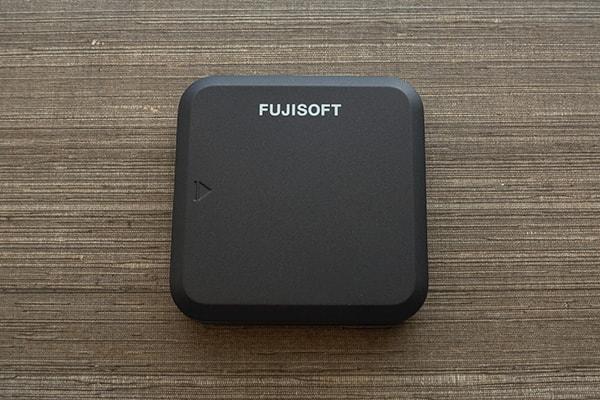 ネクストモバイルのルーター「FS030W」の裏蓋を取り付け
