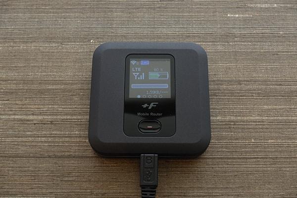 ネクストモバイルのルーター「FS030W」を充電すると起動
