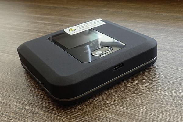 ネクストモバイルのルーター「FS030W」側面