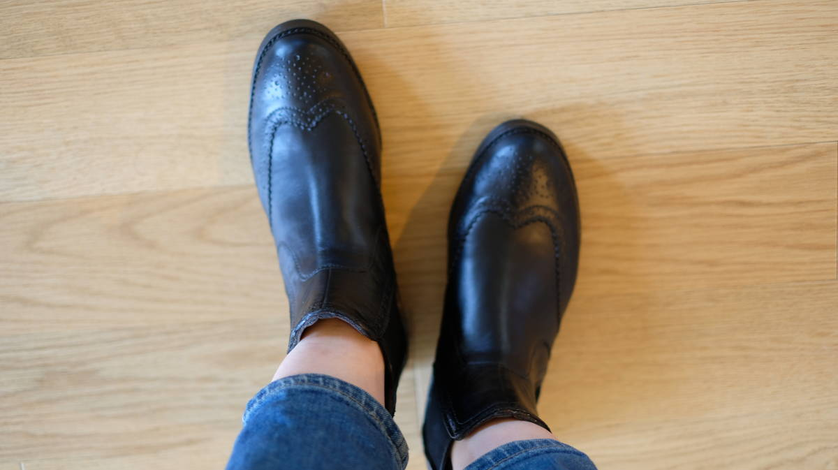 革靴にしか見えない