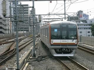 東京メトロ10000系 渋谷行き