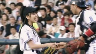 真野恵里菜 始球式6
