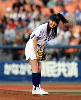 真野恵里菜 始球式7
