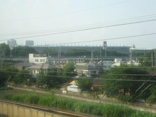 武蔵野南線から東京競馬場を望む。