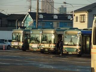 西武バスUD+富士7E 車庫留置中
