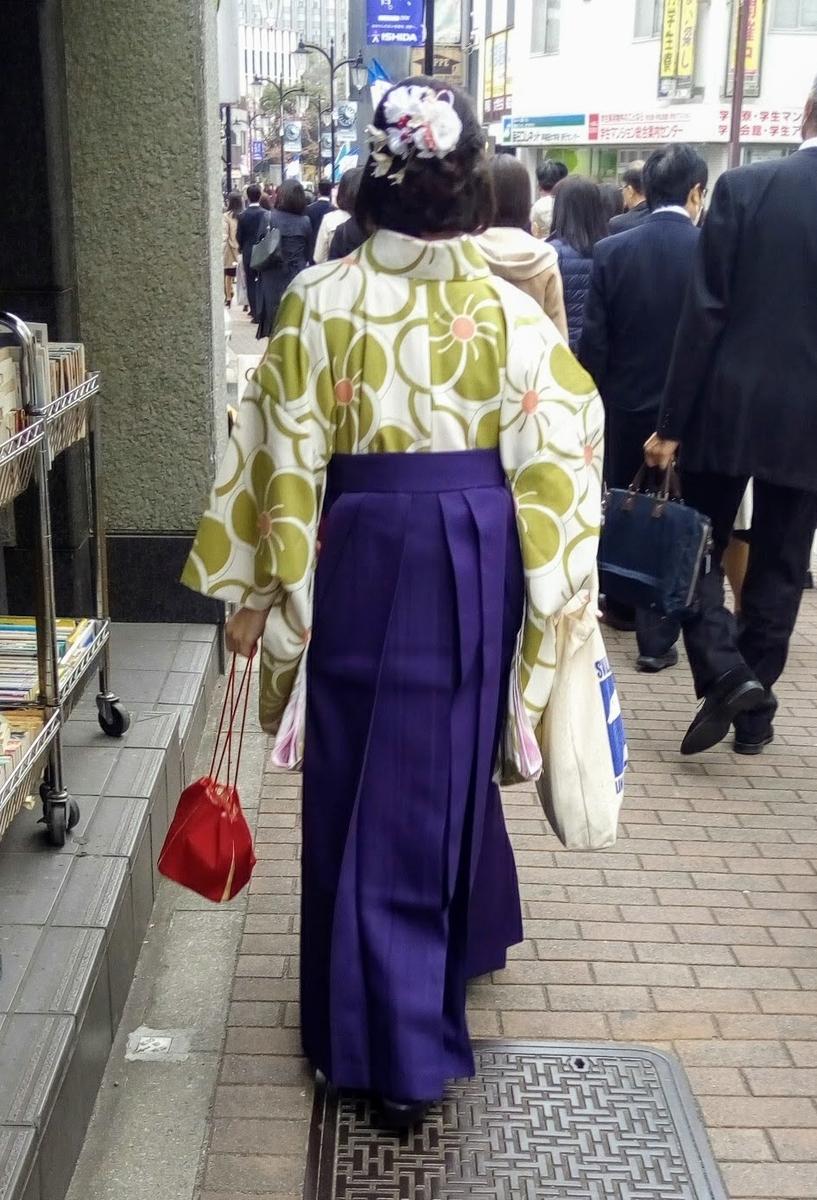 袴姿の女子学生