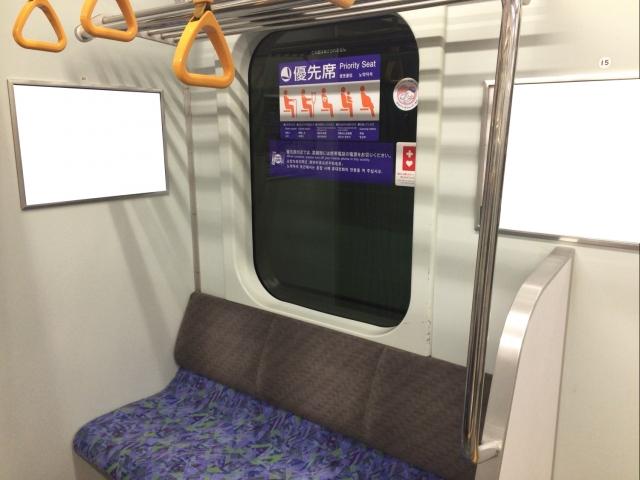 電車の優先座席の写真