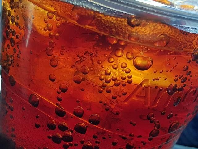 炭酸で割った紅茶の写真