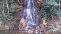 日中友好庭園近くの滝