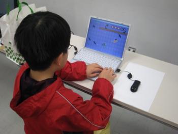 学生さんの作ったゲームで遊ぶ次男