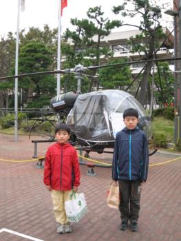 展示されていたヘリの前で