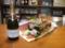 スパークリングワインと花束