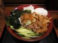 蕎麦屋のタンタン麺