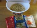 粉末・液体スープとかやくと麺