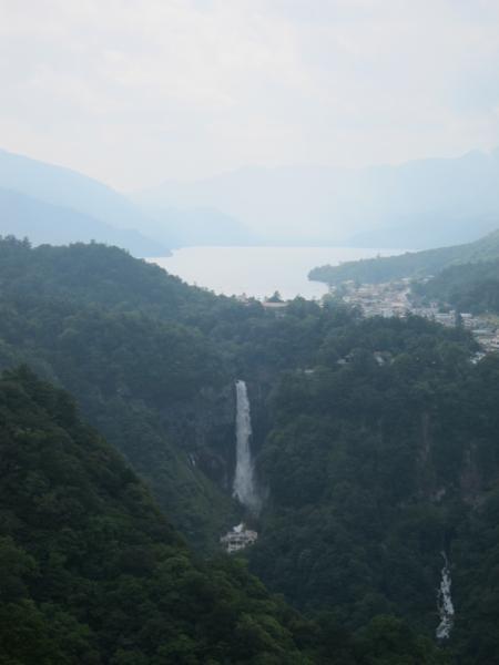 明智平より中禅寺と華厳滝を望む