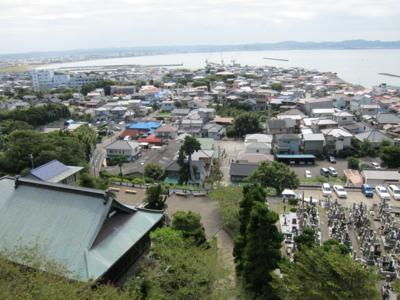 崖観音堂より館山の海を臨む