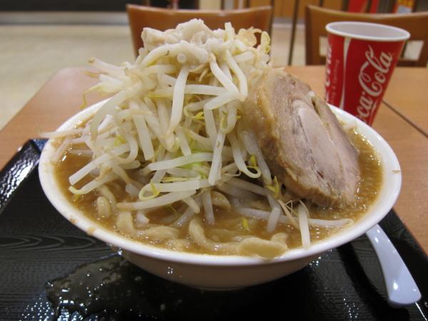 ラーメン大(900円)ヤサイ・アブラ