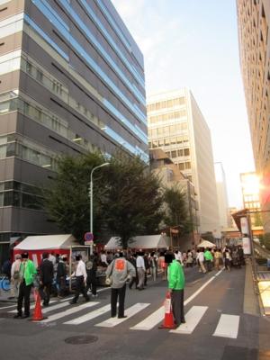 昭和薬貿ビル前の路地