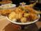 丼からはみ出た山盛りの天ぷら