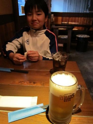 ビール(460円)とコーラ(240円)で乾杯
