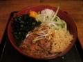 蕎麦屋の坦々麺(580円)+無料トッピング全部+生玉子(0円)