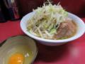 ぶた5枚入り小ラーメン(700円)ニンニク・ヤサイ+生玉子(50円)