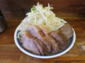 小ラーメン豚入り(850円)+しょうが(50円)+ヤサイ+ニンニク[上]