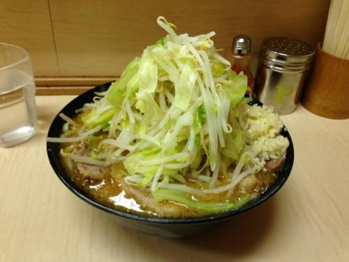味噌ラーメン(750円)+麺少なめ(?)頷き自動ニンニク・ヤサイ