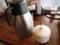 スープ割りのポットとニンニクの容器