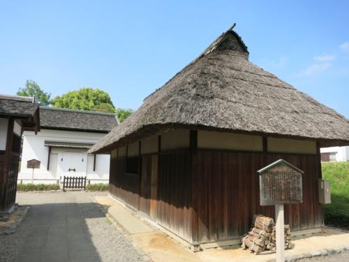 土蔵と木小屋