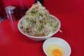 小ラーメン豚入り(800円)ヤサイ+生卵(50円)