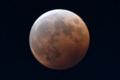 月食中の赤い月