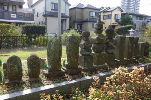長福寺の墓石群