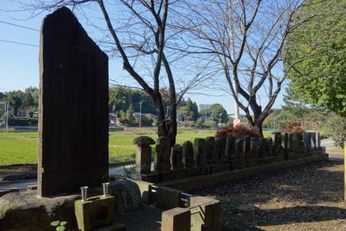 蓮蔵院の碑と石仏
