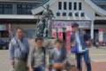 会津若松駅前で記念写真