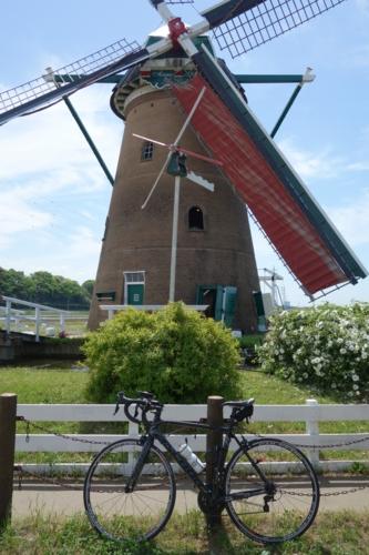 佐倉ふるさと広場の風車とチャリ